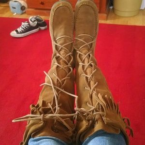 Report Moccasin boots